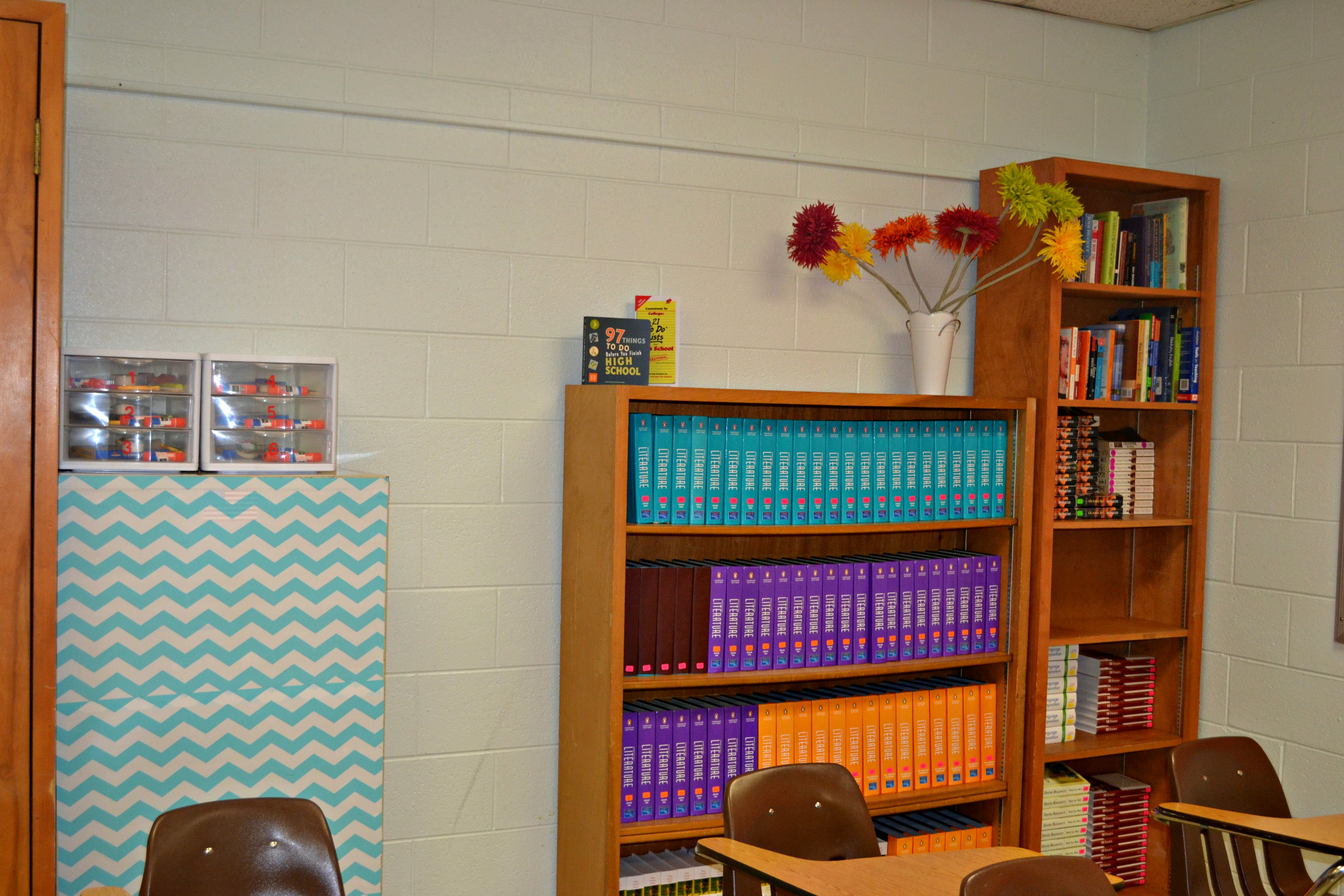 Decoration organization for the high school classroom for Classroom mural ideas