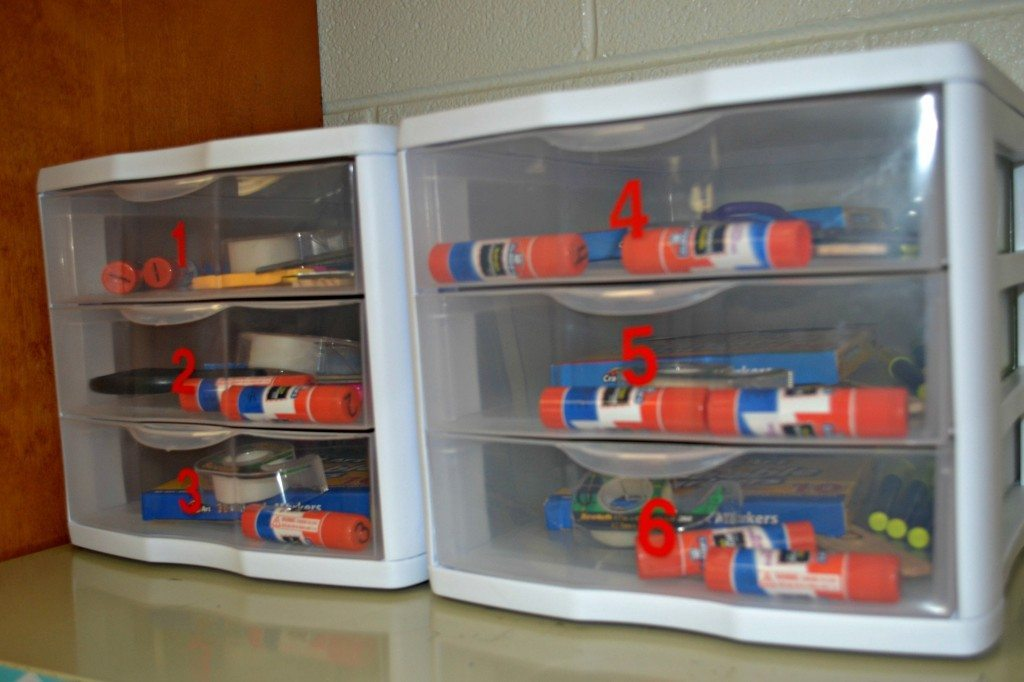 Decoration organization for the high school classroom - Classroom desk organization ideas ...